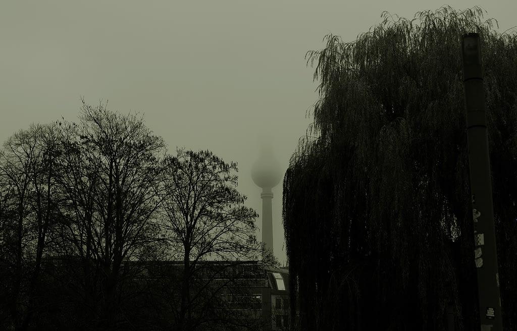 Berlin Autumn Fernseheturm, Mitte. Sean P. Durham, Berlin 2020 Copyright